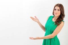 Retrato de uma mulher de negócio nova confiável fotografia de stock royalty free