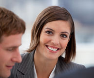 Retrato de uma mulher de negócios alegre em uma reunião fotos de stock