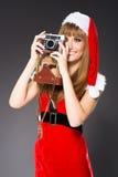 Retrato de uma mulher de Santa com uma câmera velha fotografia de stock
