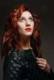 Retrato de uma mulher do ruivo Imagens de Stock Royalty Free