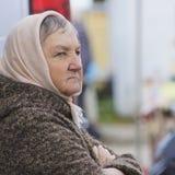 Retrato de uma mulher envelhecida média fotografia de stock