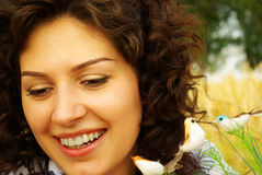 Retrato de uma mulher fresca e encantadora Imagens de Stock