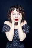Retrato de uma mulher glamoroso nova Imagens de Stock Royalty Free