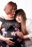 Retrato de uma mulher gravida e de sua filha. Fotografia de Stock Royalty Free