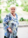 Retrato de uma mulher idosa fotografia de stock