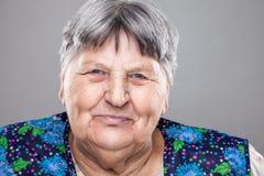 Retrato de uma mulher idosa imagem de stock