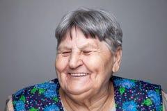 Retrato de uma mulher idosa imagens de stock