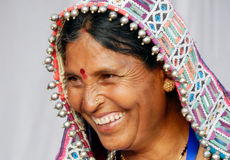 Retrato de uma mulher indiana do banjara imagens de stock