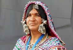 Retrato de uma mulher indiana do banjara fotografia de stock royalty free