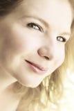 Retrato de uma mulher loura bonita. Fotos de Stock Royalty Free