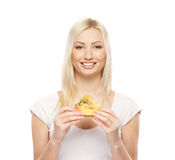 Retrato de uma mulher loura nova que prende uma pizza Fotografia de Stock Royalty Free
