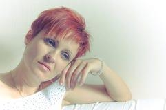 Retrato de uma mulher melancólica bonita Fotos de Stock