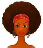 Retrato de uma mulher negra nova no branco, modelo da forma Fotos de Stock