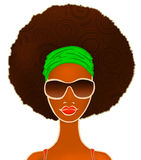 Retrato de uma mulher negra nova no branco, modelo da forma, ilustração Fotos de Stock Royalty Free