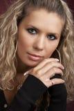 Retrato de uma mulher nova fotos de stock royalty free
