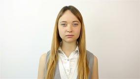 Retrato de uma mulher nova bonita vídeos de arquivo