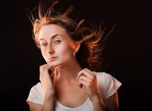 Retrato de uma mulher nova bonita Fotografia de Stock Royalty Free