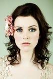 Retrato de uma mulher nova de olhos bem abertos Imagens de Stock Royalty Free