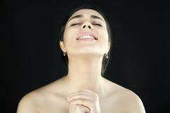 Retrato de uma mulher que esteja rezando Fotos de Stock