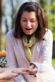 Retrato de uma mulher surpreendida Fotos de Stock Royalty Free