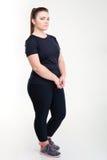 Retrato de uma mulher triste gorda no sportswear imagem de stock