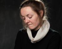 Retrato de uma mulher triste nova fotografia de stock royalty free