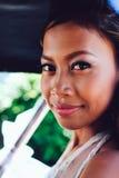 Retrato de uma noiva asiática bonita nova em seu dia do casamento Foto de Stock Royalty Free