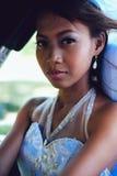 Retrato de uma noiva asiática bonita nova em seu dia do casamento Fotos de Stock Royalty Free