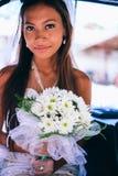 Retrato de uma noiva asiática bonita nova em seu dia do casamento Fotos de Stock