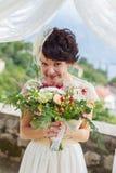 Retrato de uma noiva bonita satisfeito Fotografia de Stock Royalty Free