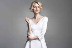 Retrato de uma senhora loura delicada Fotografia de Stock Royalty Free