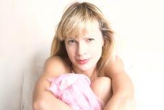 Retrato de uma senhora nova bonita Fotografia de Stock Royalty Free