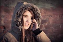 Retrato de un abrigo de invierno que lleva al aire libre del adolescente Fotografía de archivo libre de regalías