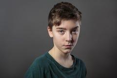 Retrato de un adolescente astuto Foto de archivo libre de regalías