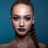 Retrato de un adolescente con un maquillaje creativo Imagen de archivo libre de regalías