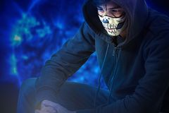 Retrato de un adolescente con un maquillaje en su cara en el estilo de Halloween Imagen de archivo