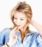 Retrato de un adolescente en camisa azul Imagenes de archivo