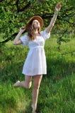 Retrato de un adolescente en el jardín del verano Imagen de archivo