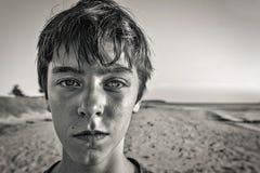 retrato de un adolescente en la playa Imagen de archivo