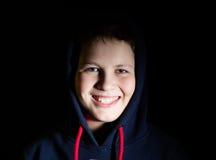 Retrato de un adolescente en una capilla Foto de archivo