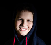 Retrato de un adolescente en una capilla Foto de archivo libre de regalías