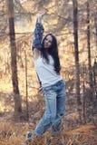Retrato de un adolescente feliz en bosque Fotos de archivo libres de regalías