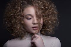 Retrato de un adolescente hermoso con un maquillaje creativo Foto de archivo libre de regalías