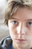 Retrato de un adolescente masculino Foto de archivo libre de regalías