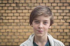 Retrato de un adolescente masculino sonriente Imagen de archivo