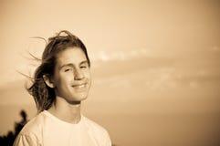 Retrato de un adolescente. viento. Fotografía de archivo