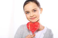Retrato de un bebé con un corazón Valentinel Imágenes de archivo libres de regalías