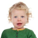 Retrato de un bebé hermoso que mira la cámara Fotos de archivo libres de regalías