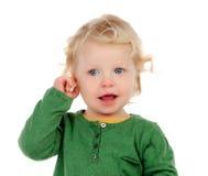 Retrato de un bebé hermoso que mira la cámara Fotografía de archivo