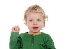 Retrato de un bebé hermoso que mira la cámara Imagen de archivo